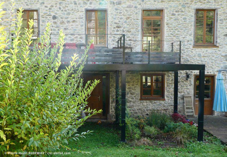 Terrasse en bois structure métal - Vue de face